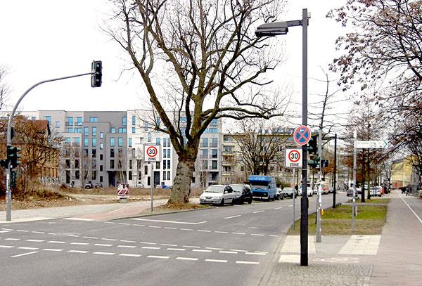 Einfahrt Alt-Stralau mit Tempo30 Schildern